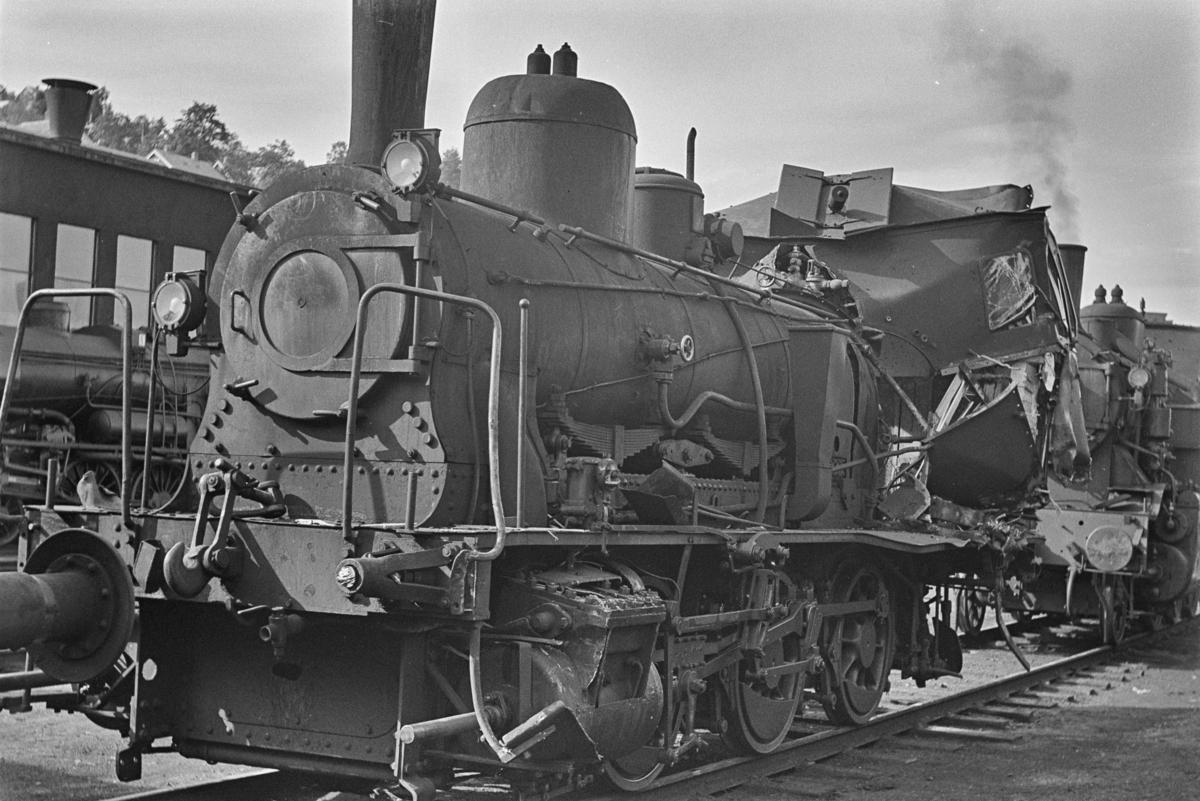Damplokomotiv type 25e nr. 485 sterkt skadet etter i skifteuhell i Trondheim.
