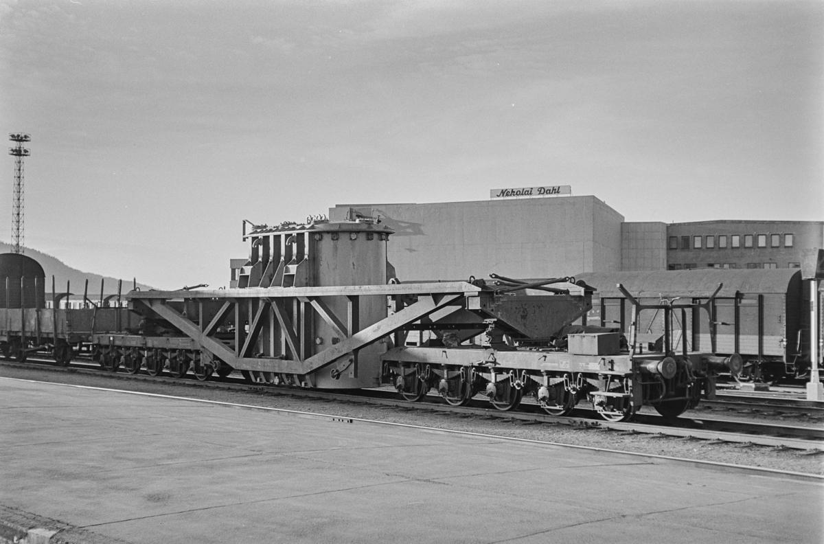 Transformatorvogn type Trqo nr. 16000 på Trondheim stasjon. Dette var NSBs største godsvogn.