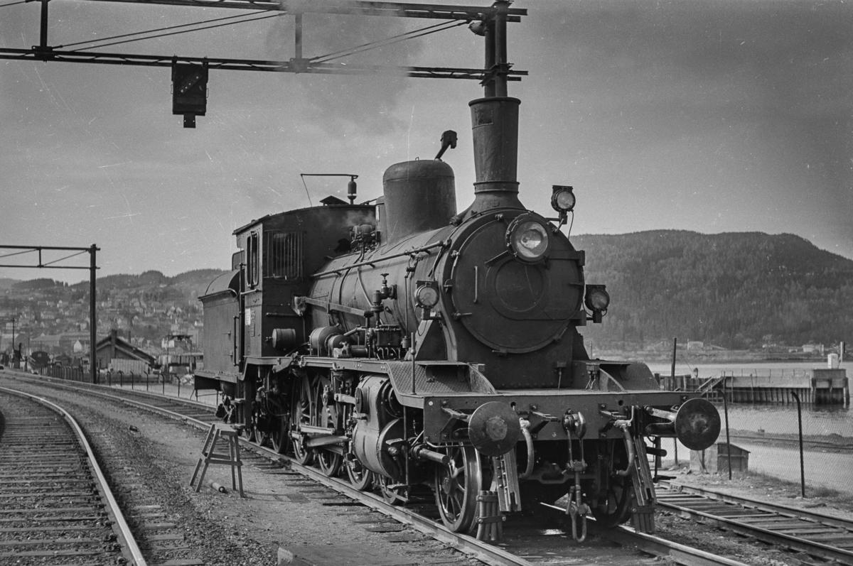 Damplokomotiv type 18c nr. 255 på Trondheim stasjon.