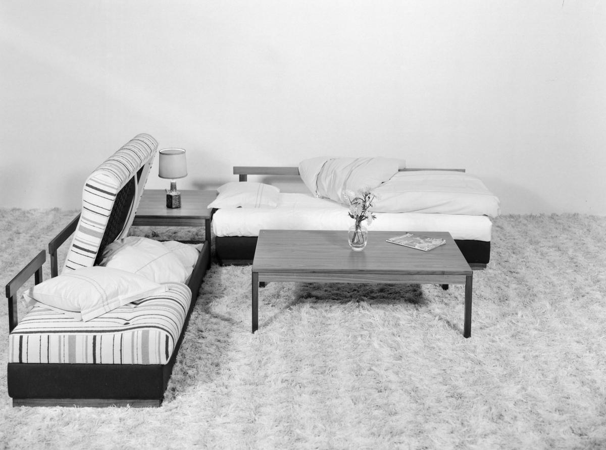 Sovebenk salongbord og hjørnebord.