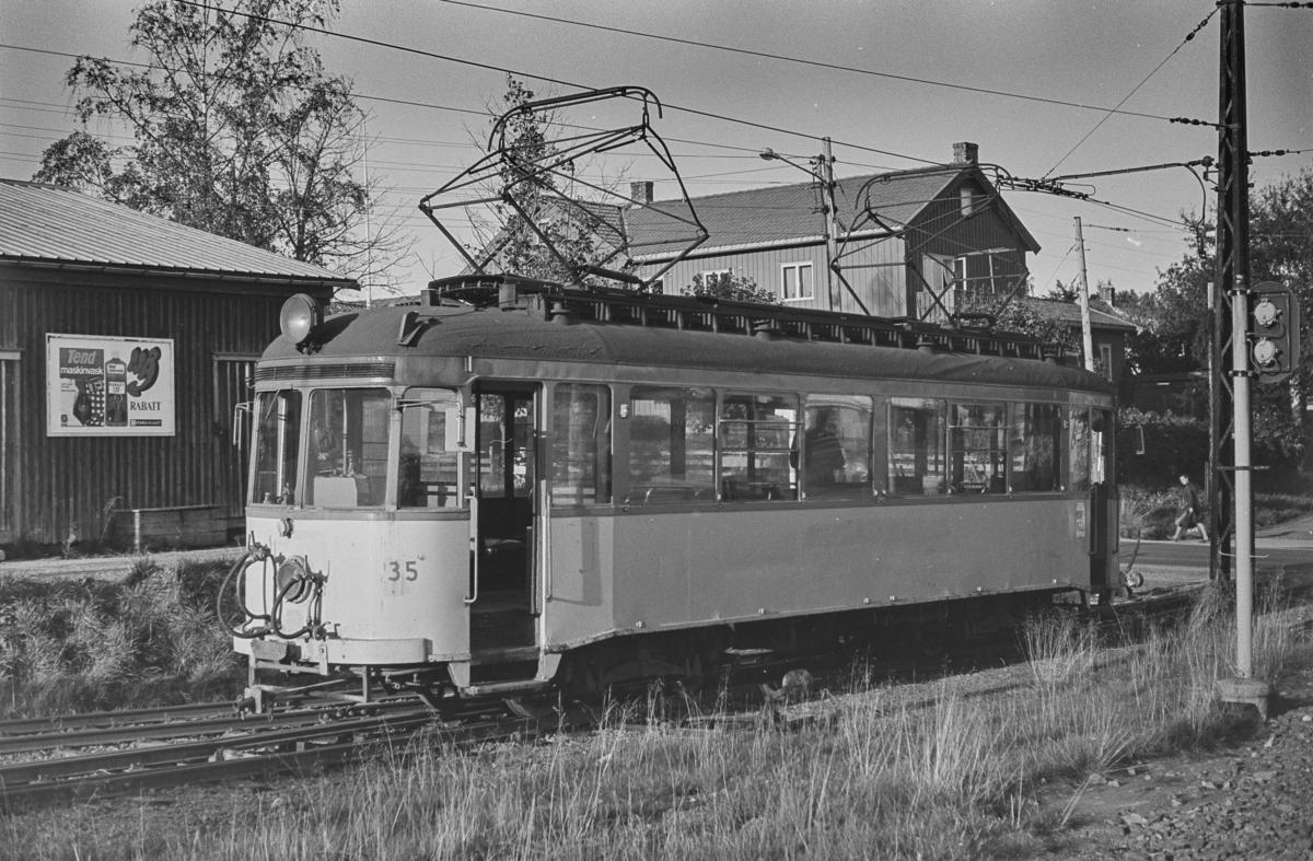 Gråkallbanens vogn nr. 35 ved Munkvoll.