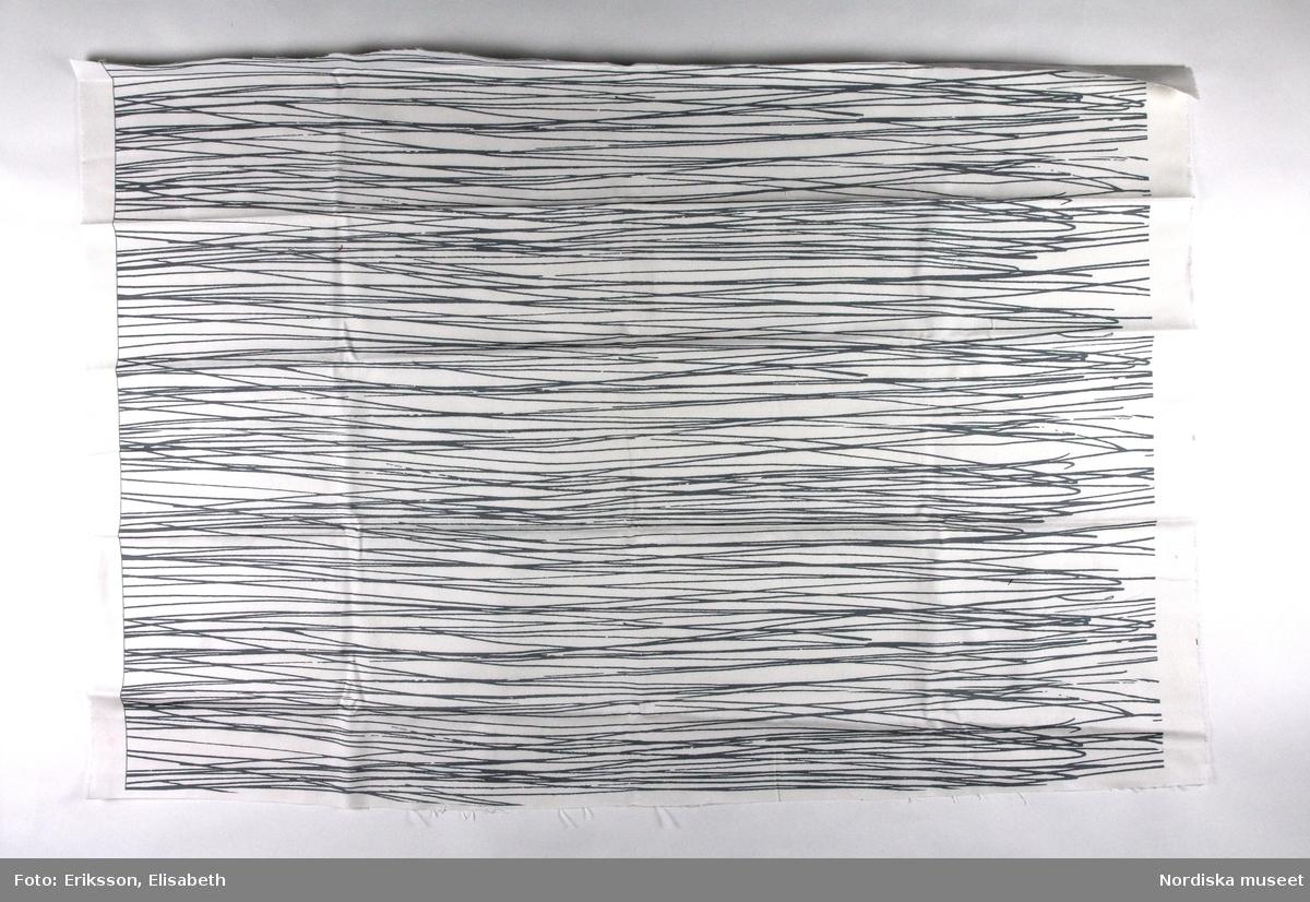 Textiltryck Japan. Mönster av tryckta tunna, oregelbundna streck horisontellt över hela ytan.