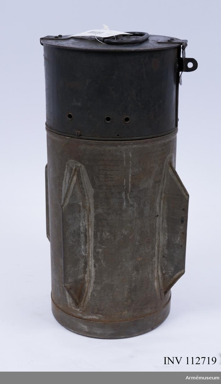 Cylindrisk med 4 fenor Minan saknar spräng- och tändladdningar.