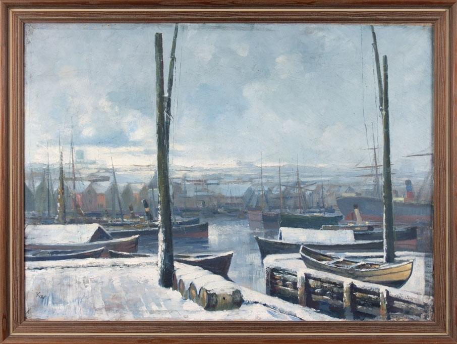 """Oljemaleri """"Vinterbilde fra Bergen havn"""". Ser dampskip og lektere liggende fortøyd på Bergen havn. En bruksbåt ligger på kaien med vippebommene."""