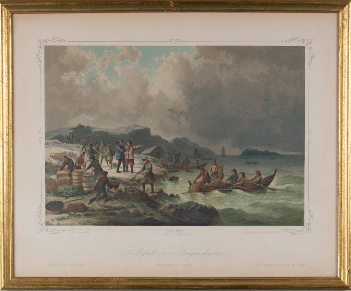 Litografi som viser sildefiske ved kysten, beskriver arbeidet både på sjøen og på land.