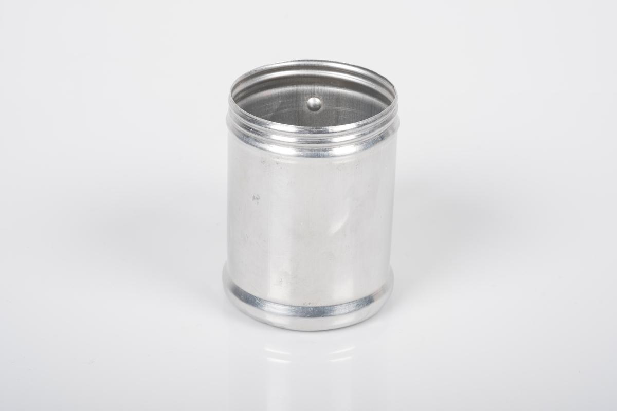 Sukkerbøsse med hank i aluminium.