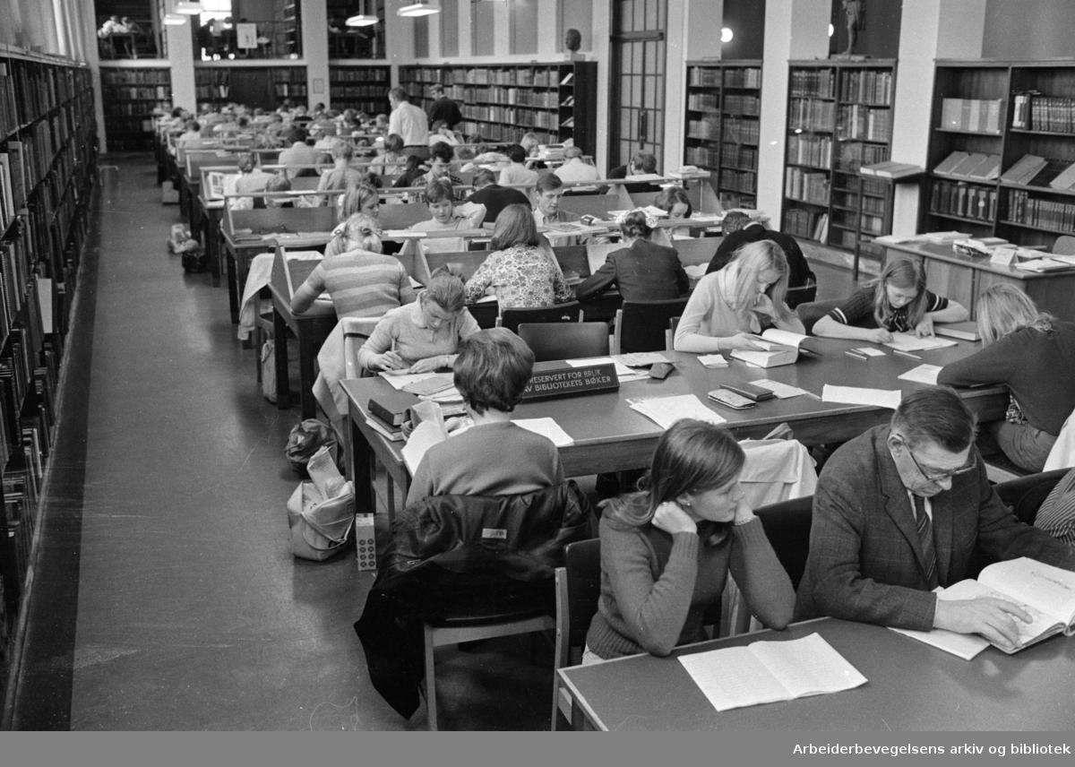 Deichmanske Bibliotek: Interiører. Mai 1970