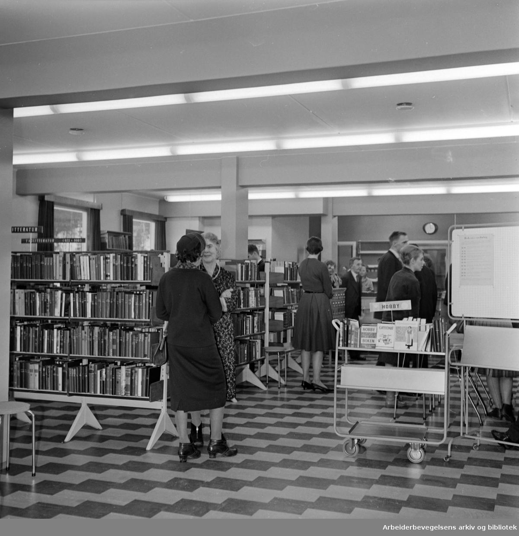 Bøler. Nytt bibliotek. Interiør. Januar 1962