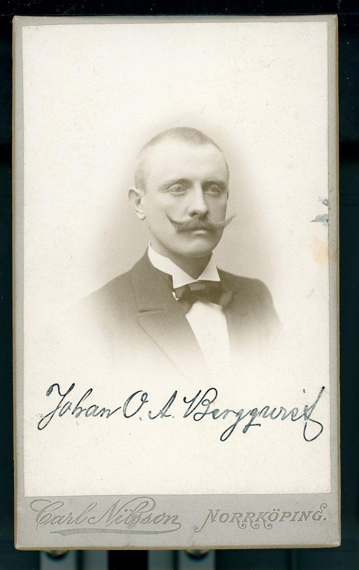 Kabinettsfotografi: Johan O A Bergqvist med mustasch.