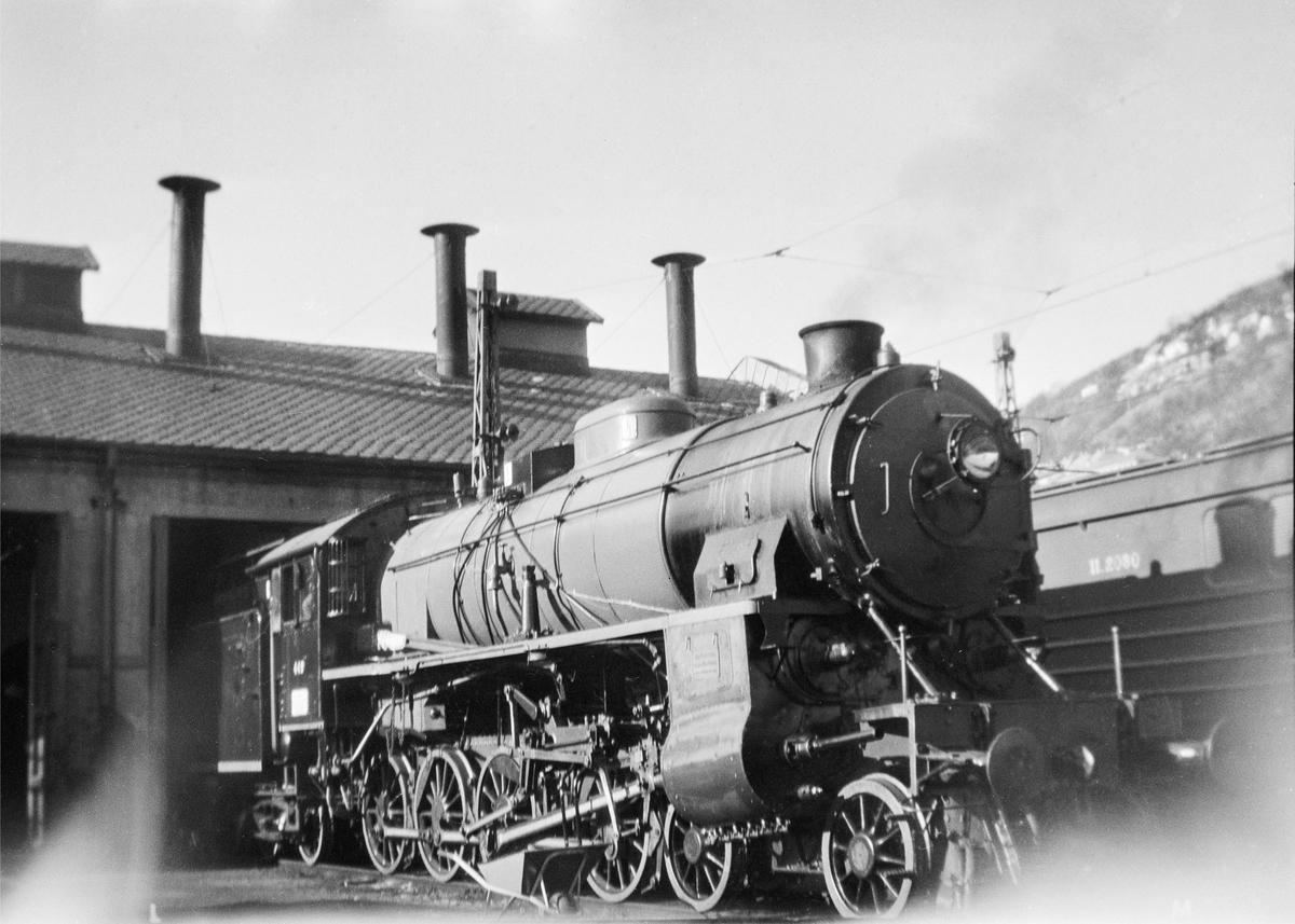 Damplokomotiv type 31b nr. 449 på svingskiven på Bergen stasjon.