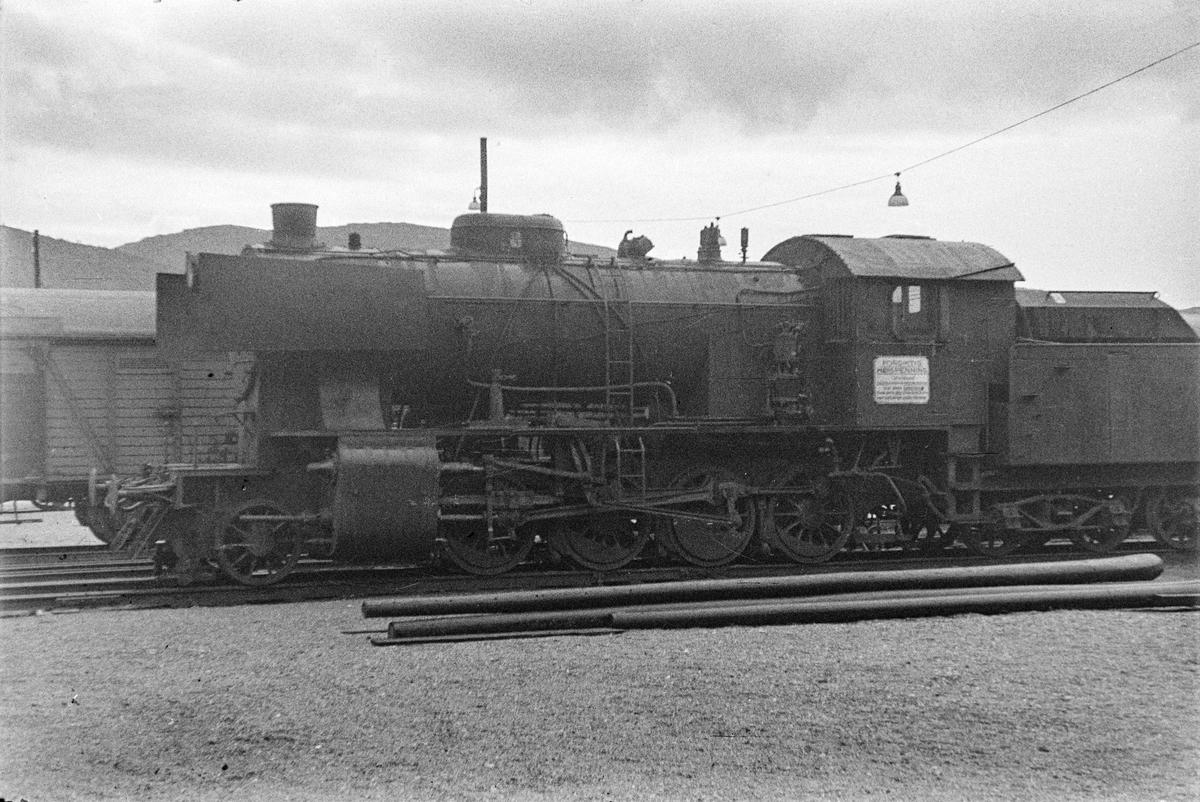 Hensatt damplokomotiv type 33a nr. 299 på Bergen stasjon.