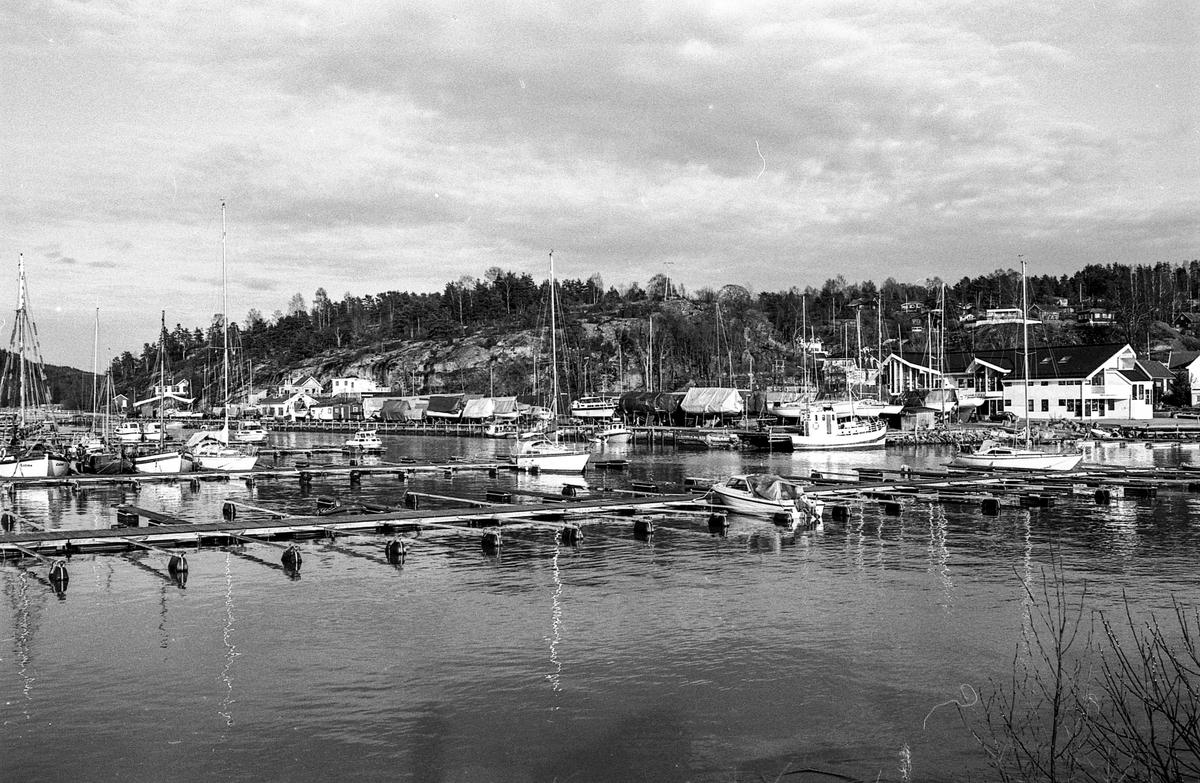 Son skal bygges ut med 3400 kvm. fordelt på fire bygg.. Motiver fra båthavna i Son, Hølenselva, båtopplag og brygger.