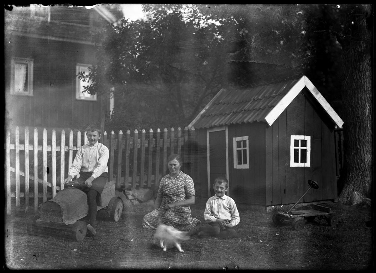 Anna med pojkarna i Kroken, Olle och Thure