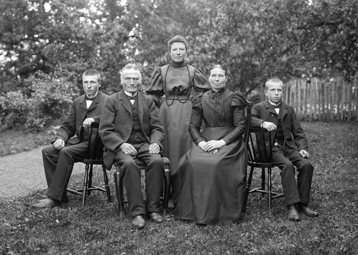 Familjen Johansson i Flodlycke några år in på förra seklet.