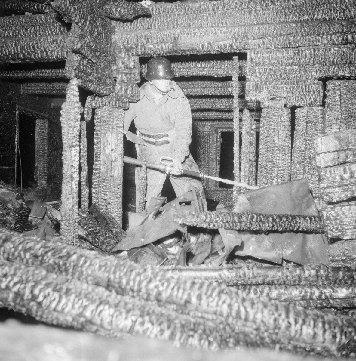 Den 12 juni 1953 utbröt det brand i Smedshem i Stjärnorp. Östgöta Correspondenten rapporterar att orsaken var oklar. Lägenhetsägare Gustaf Hedberg hade lagt sig för vila på övervåningen. Plötsligt hade hans dotterson Krister Nylén kommit uppför trappan och ropat att det brann. På nedvägen i trappan hade de möts av intensiva eldslågor och innan de hunnit ut i det fria hade båda erhållit brännskador. Efter larm var Stjärnorps brandkår snabbt på plats, men det enda av lösöret som kunde räddas var fyra svedda hundralappar.
