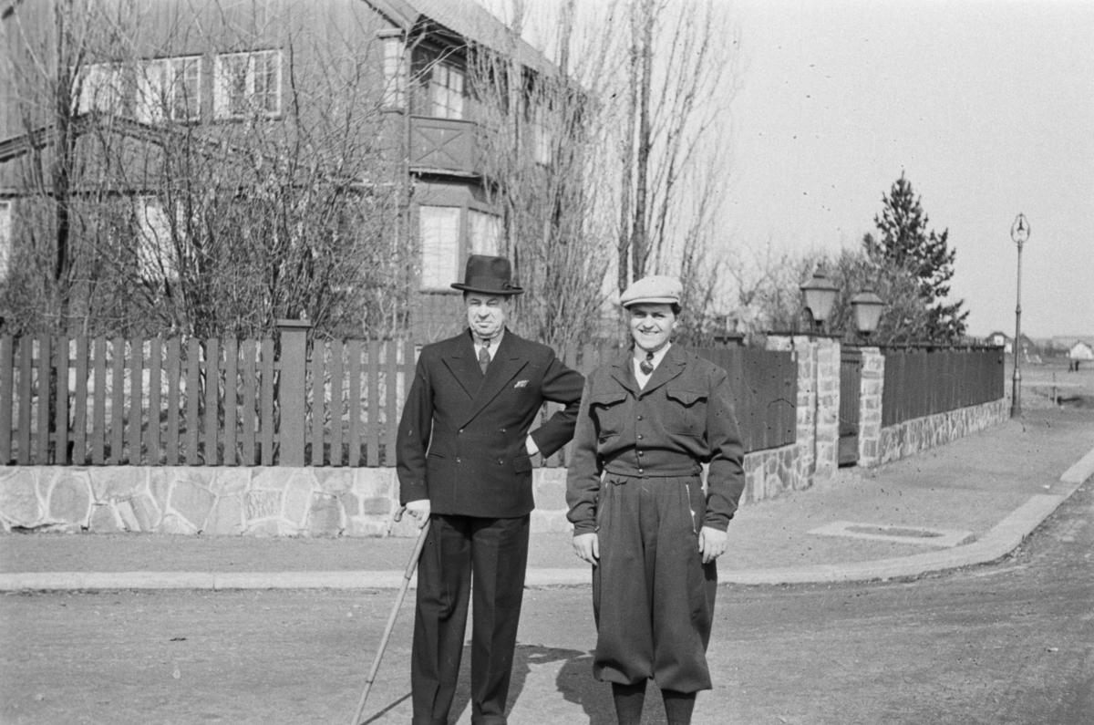 Adolf Bech og Reidar Ludvig Webster i Frognerveien i Oslo.