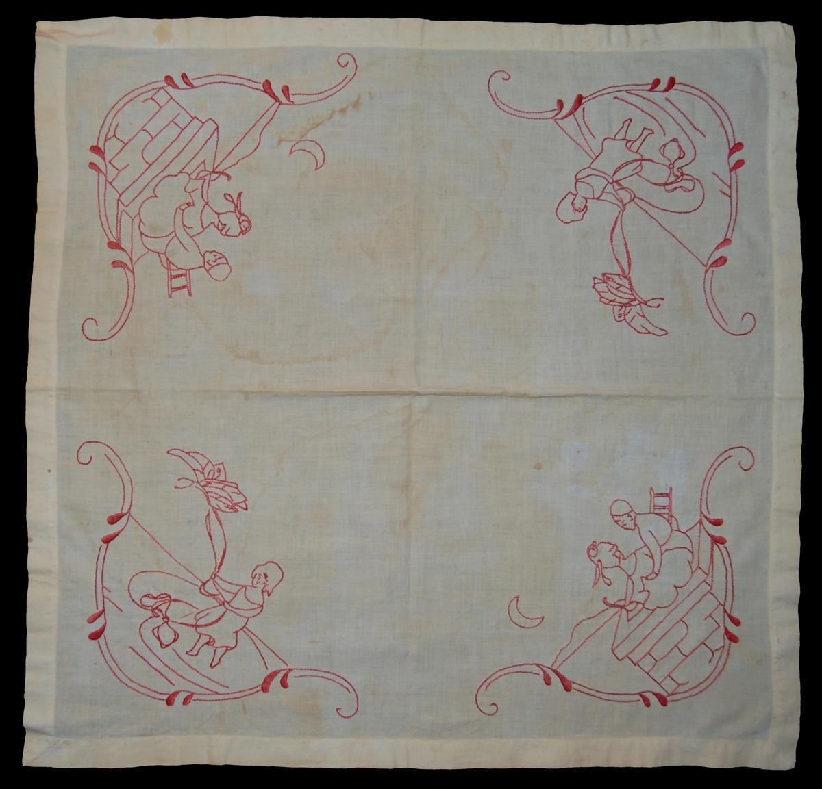 Kat.kort: Duk, av bomull, vit. Fyrkantig i hörnen broderade sagomotiv i rött bomullsgarn med platt- och stjälksöm. Tillhör G.M. 16986.