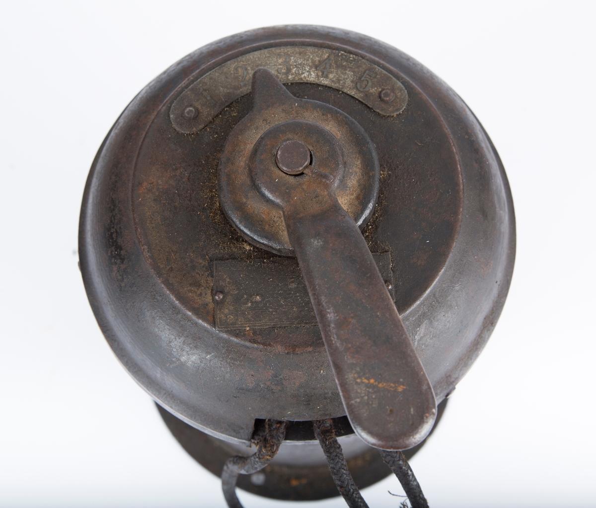 Sylinder med en bryter/dreiearm øverst.