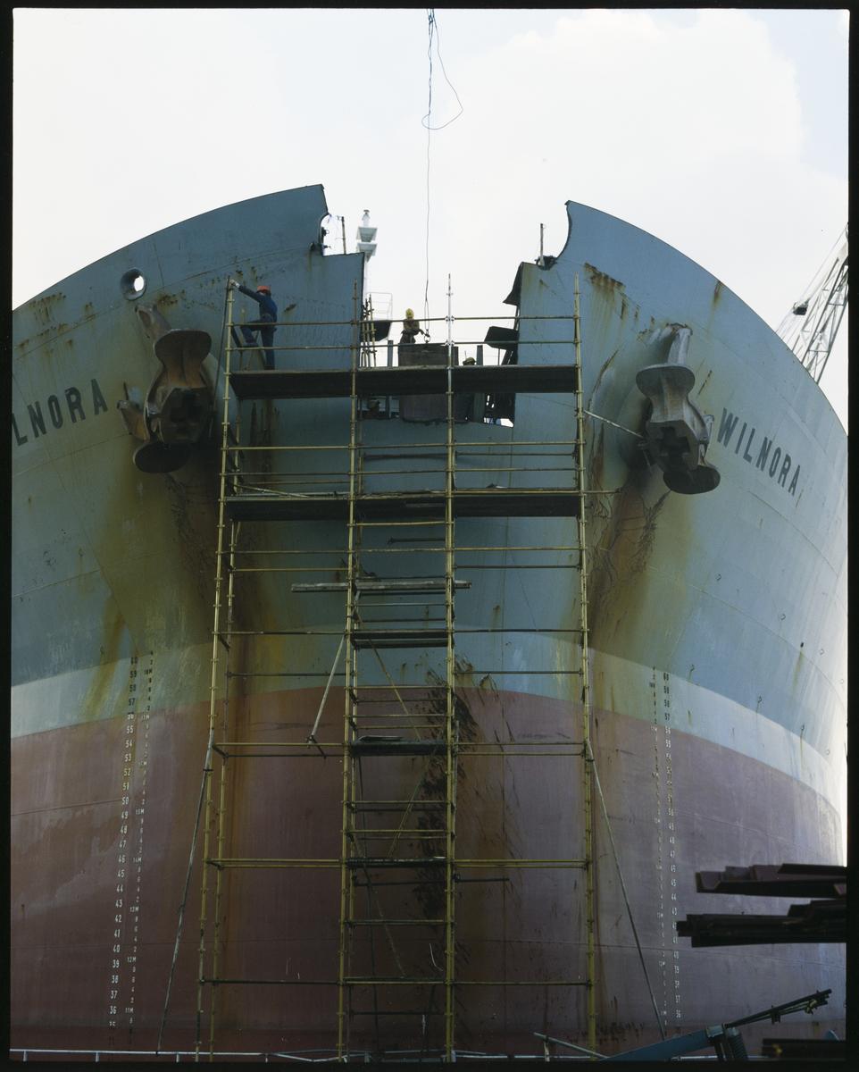 """Ombygging av """"M/S Wilnora"""" til bøyelaster på Haugesund Mekaniske Verksted."""