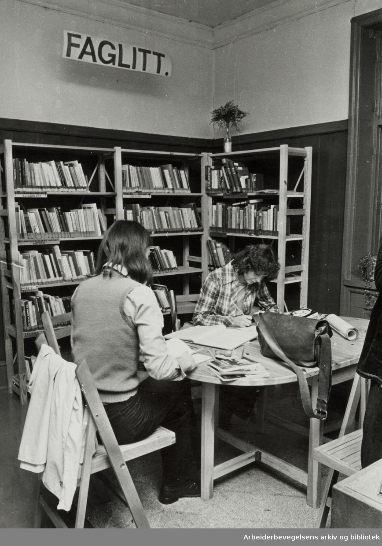 Kvinnehuset. Biblioteket. Desember 1978