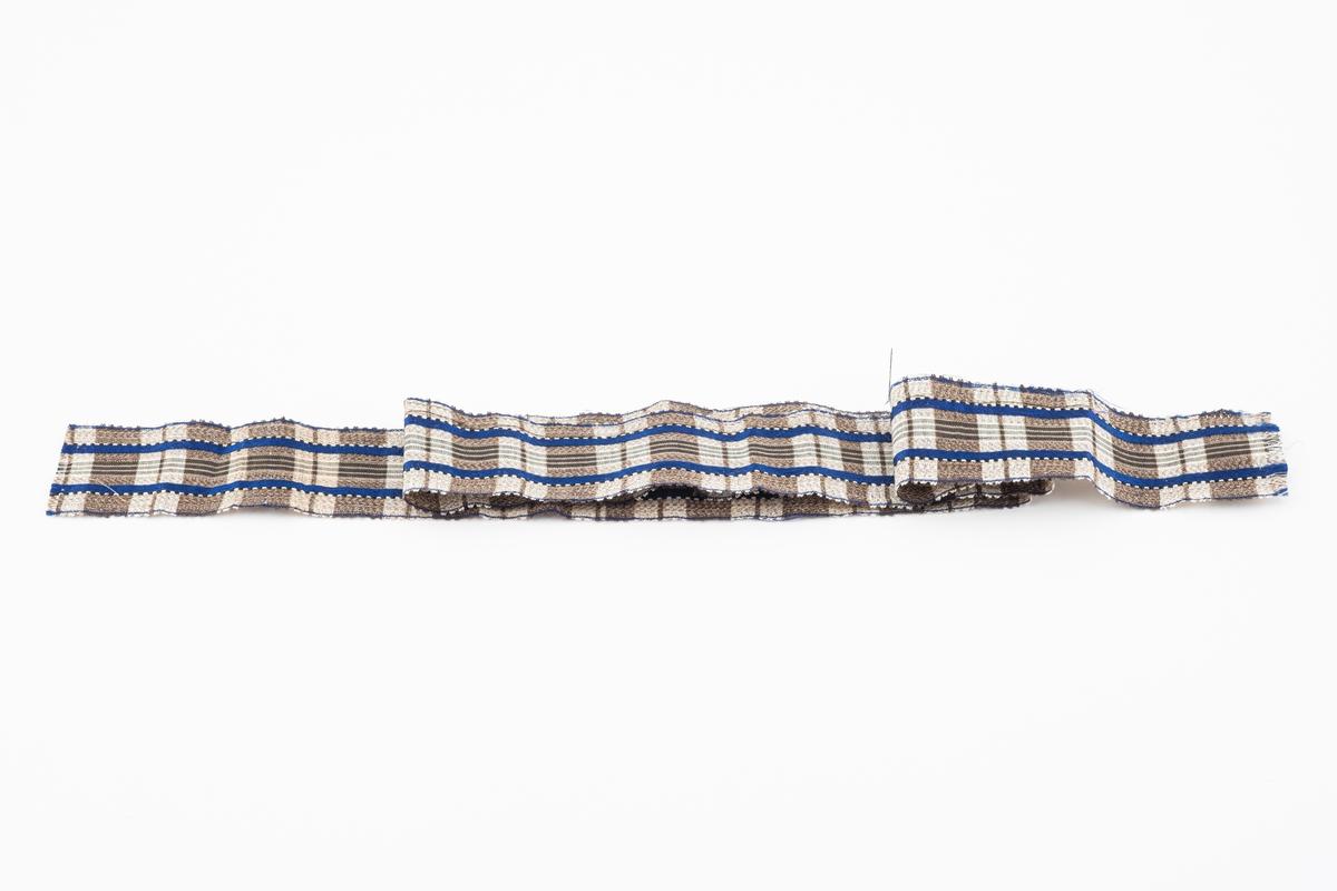 Rutemønstret bånd som er klipt i endene.