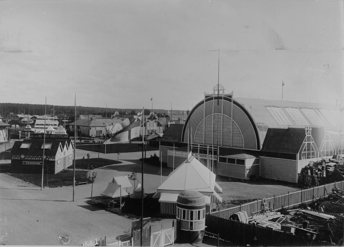 Utställningen var förlagd till söder om Valbogatan, mellan Norra Skeppargtaan och Byggmästargatan till husraden norr om Staketgatan. Huvudarkitekt var Sigge Cronstedt.