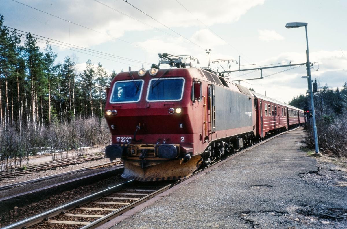 Elektrisk lokomotiv El 17 2223 persontog til Gjøvik på Stryken stasjon