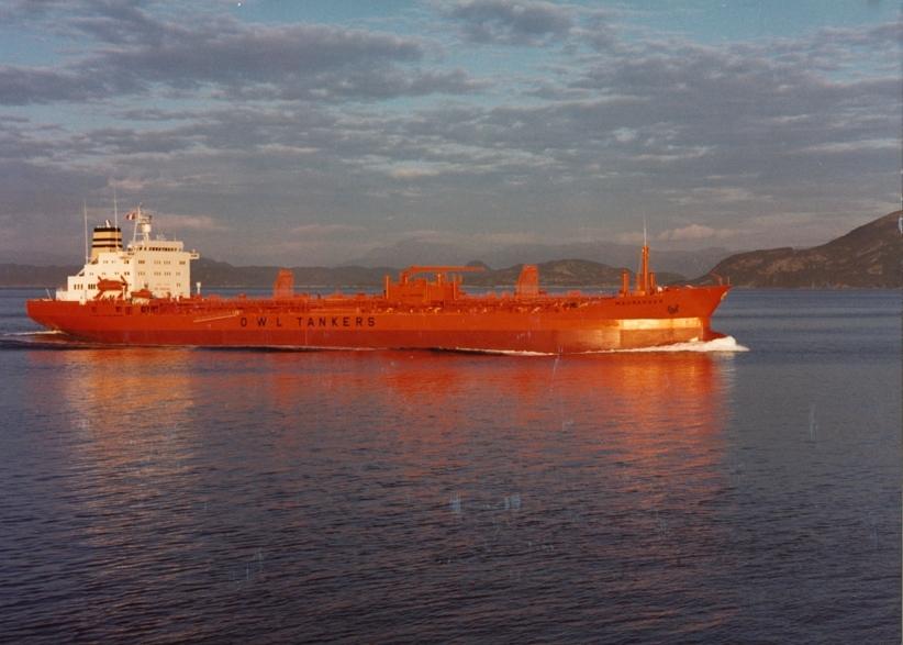 Motivet viser M/T MAURANGER (bygget i 1981 for Westfal-Larsen) i åpen sjø.
