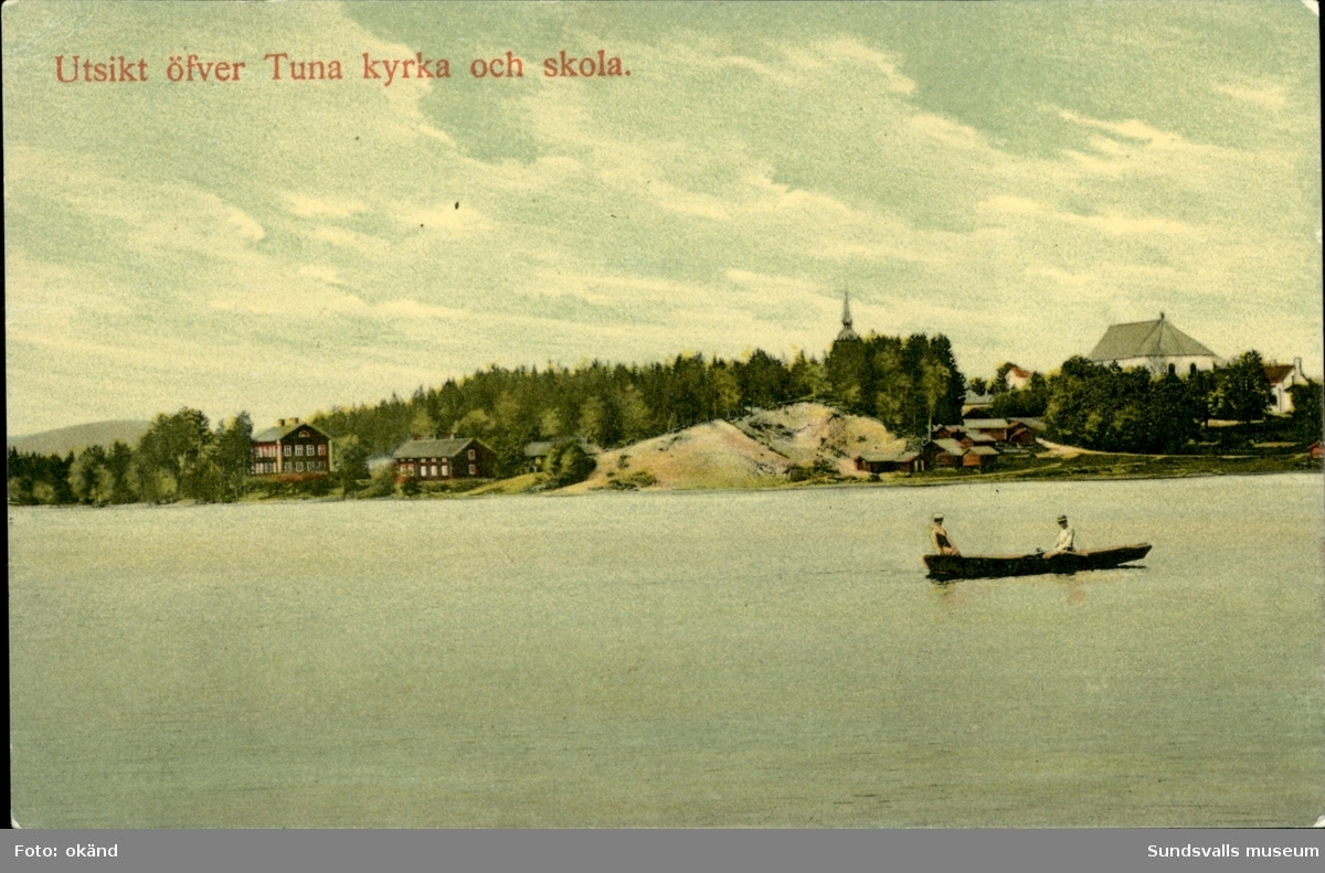 Vykort med motiv över Tuna kyrka och skola i Matfors utanför Sundsvall.
