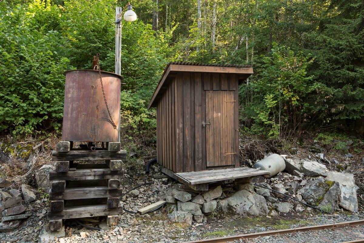 Vedbod Gundershogget, opprinnelig dynamittbod fra gamle grustaket i Hauerseter i Ullensaker.