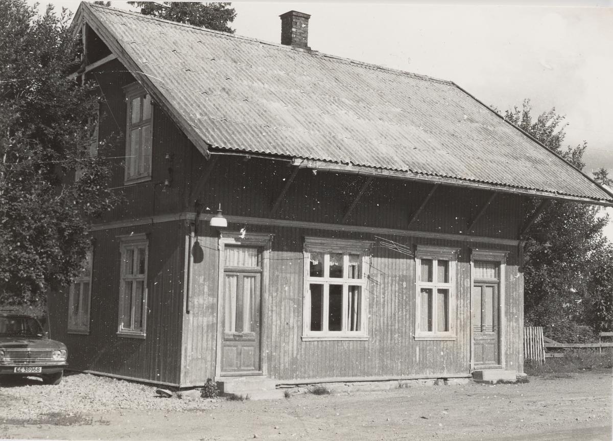 Ved Aurskog stasjon ca. femten år etter Aurskog-Hølandbanens nedleggelse