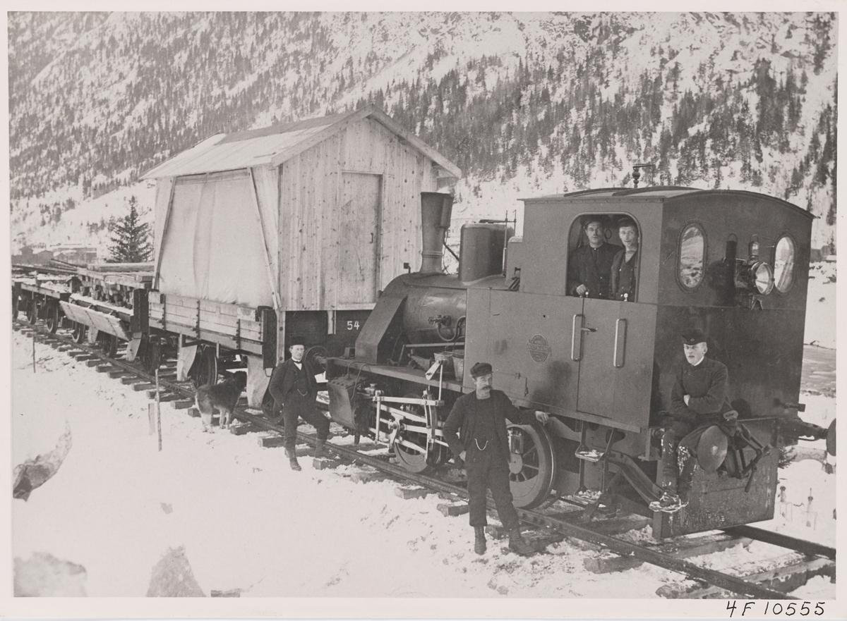 Norsk Hydros damplokomotiv ODIN med anleggstog på Rjukanbanen