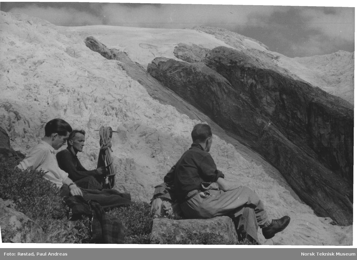 En pust i oppstigningen til Jostedalsbreen - Odinsbre - Torsbre