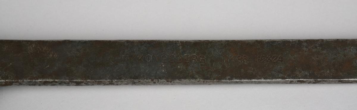 Skiftenøkkel. Stor justerbar nøkkel i stål til skruing av mutter. Hull i ende på skaftet.