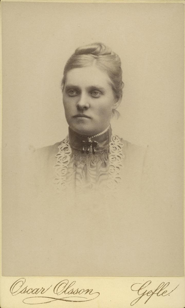 Fröken Cedergren.