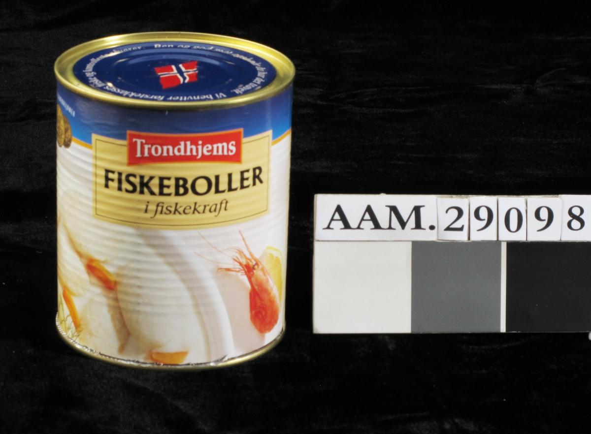 Fiskeboller i hvit saus, med reker, dill m.m.