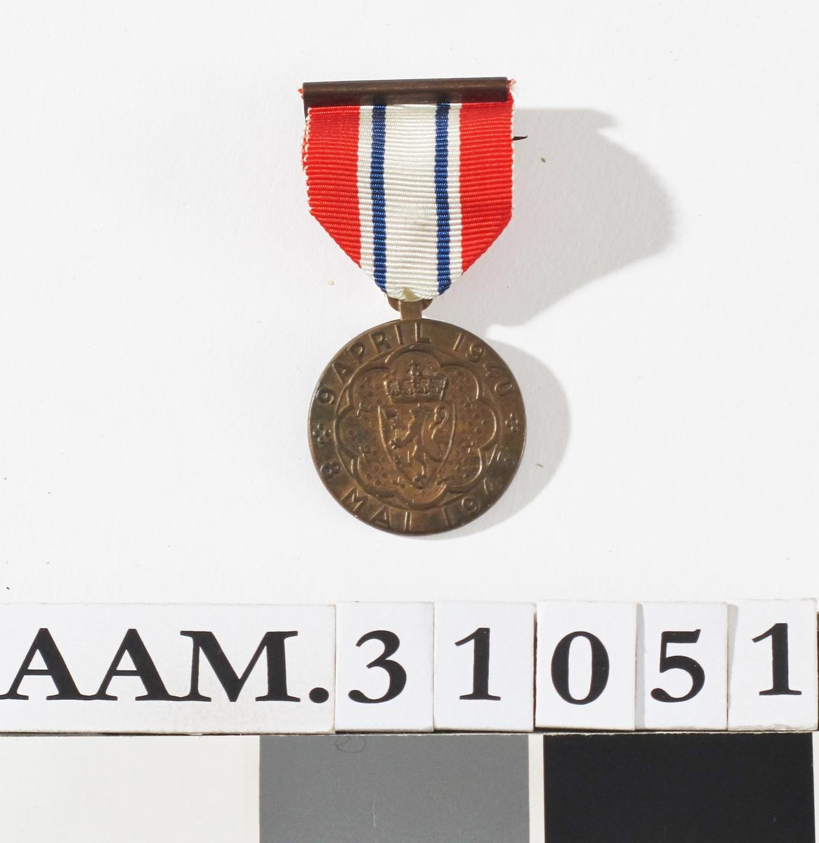 Norsk riksvåpen og norsk flagg
