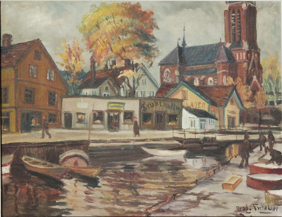 Høstdag i Arendal. Kanalen sett fra Kirkegaten med kirken i bakgrunnen, frukthallen t.v