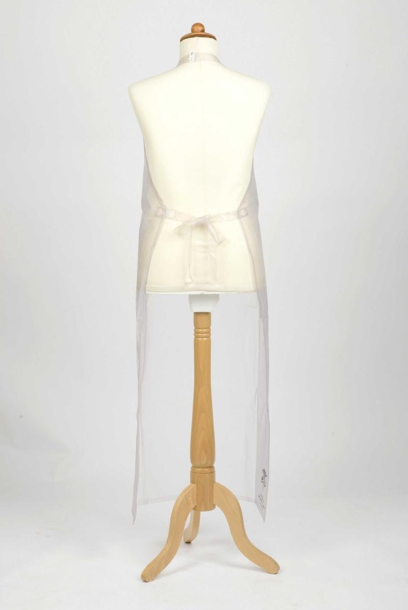 Stort plastforkle med bånd rundt nakken og to knytebård bak. Sveiset kant rundt hele forkleet.