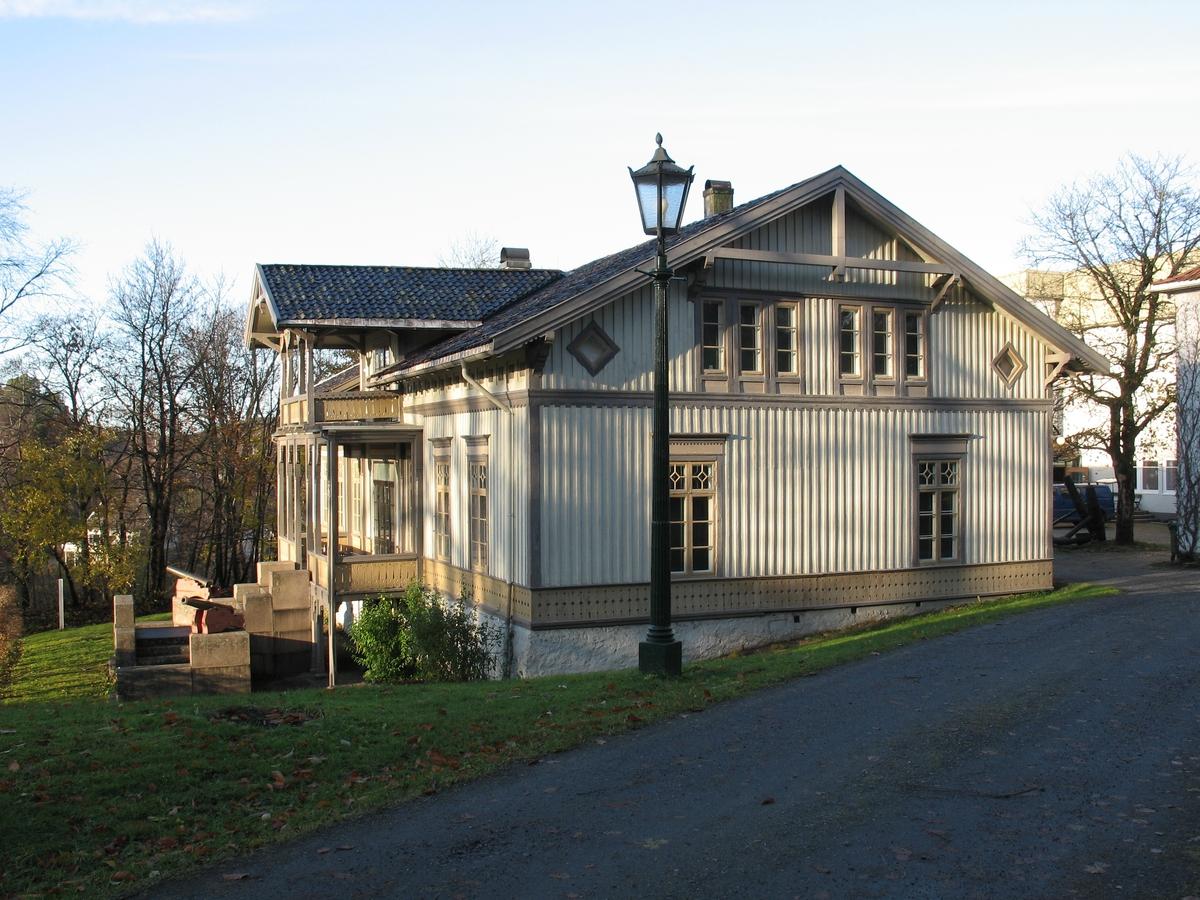 Langsæ gård. Våningshus i sveitserstil oppført 1857. Eksteriør, gavlvegg fra S.