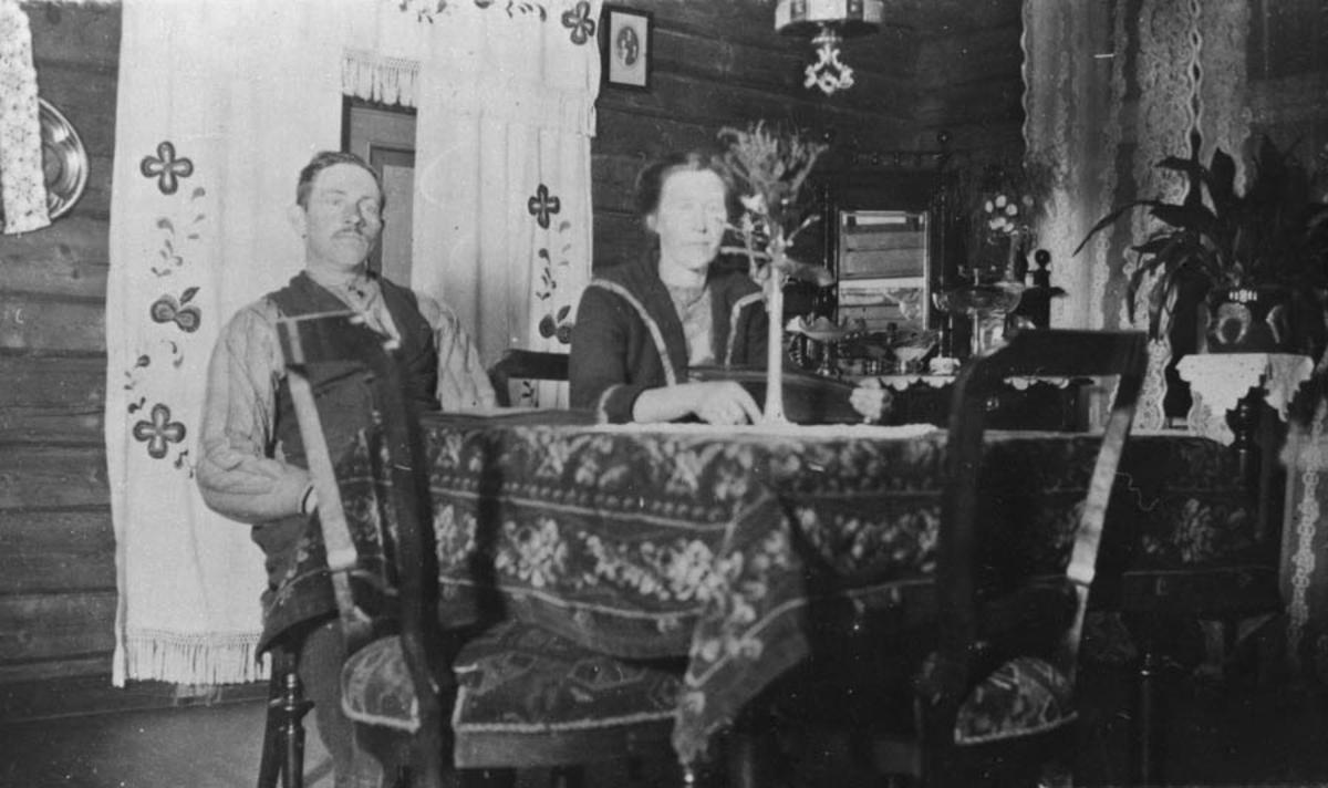 Interiør fra Store Bru. Gilbert og Mina Bru