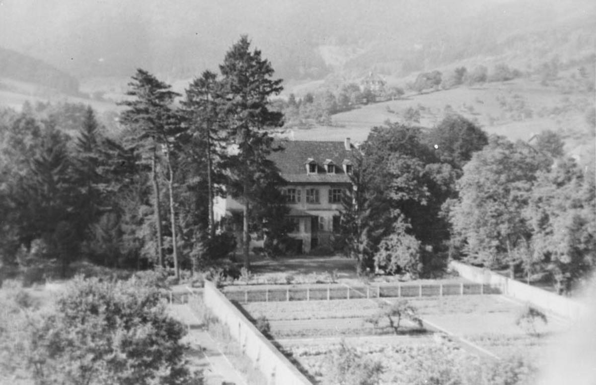 Fra Bitschweiler. Anton Schou var fange her.