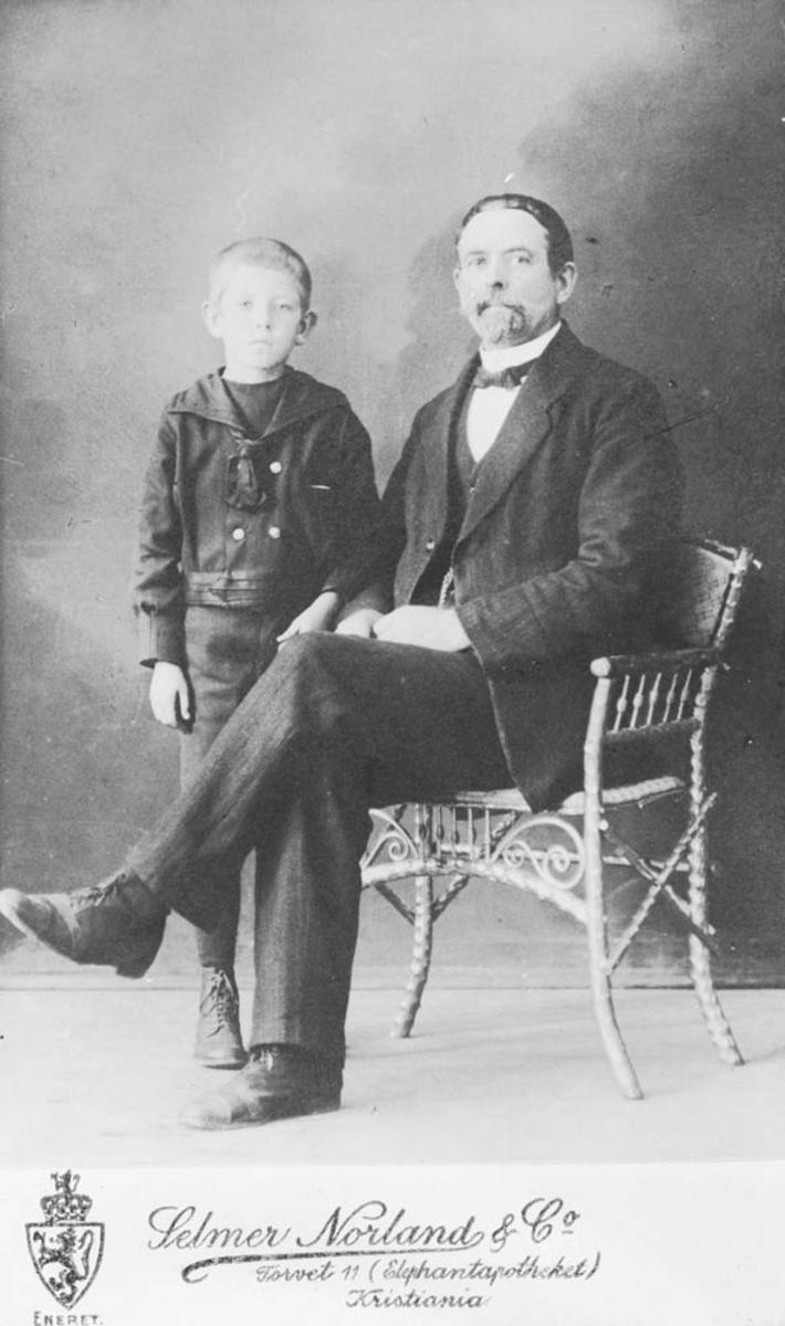Voksen mann og ung gutt (ukjent)