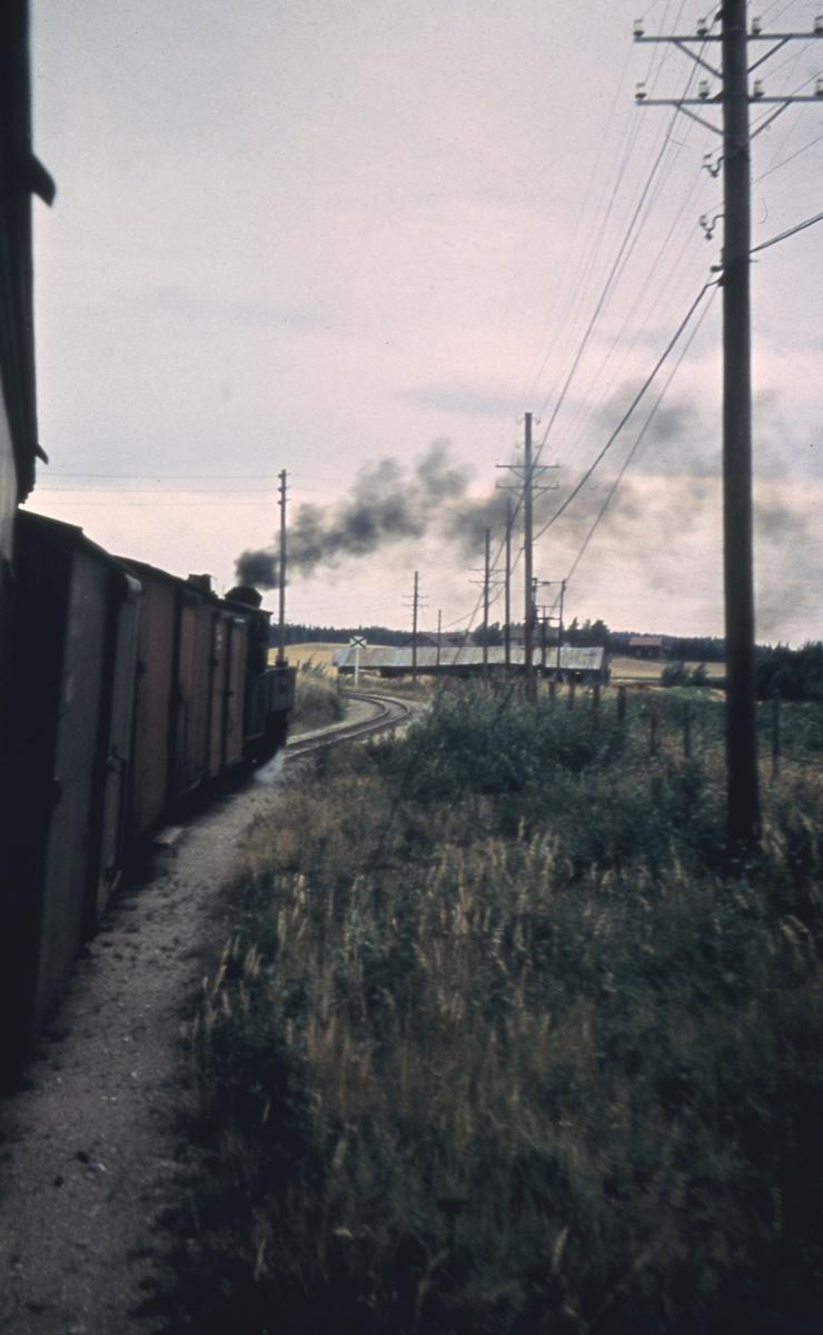 Utsikt fra togvinduet underveis et sted mellom Fosser og Hornåseng