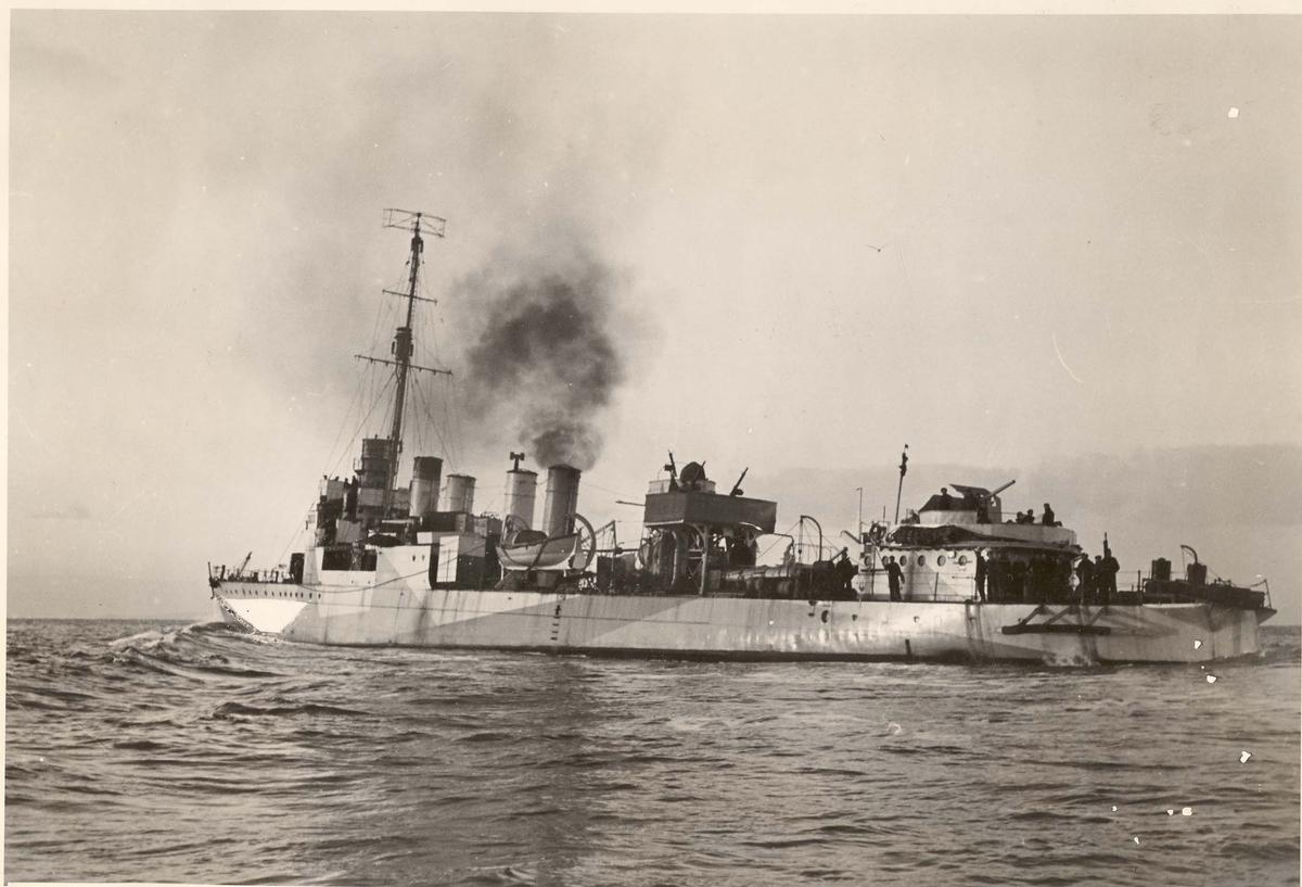 """Motiv: Jageren """"Newport"""" babord side våren 1942"""
