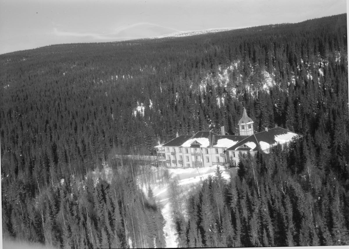 Mesnalien kurhotell, kursted, Mesnalia, Ringsaker. Vinter. Flyfoto.
