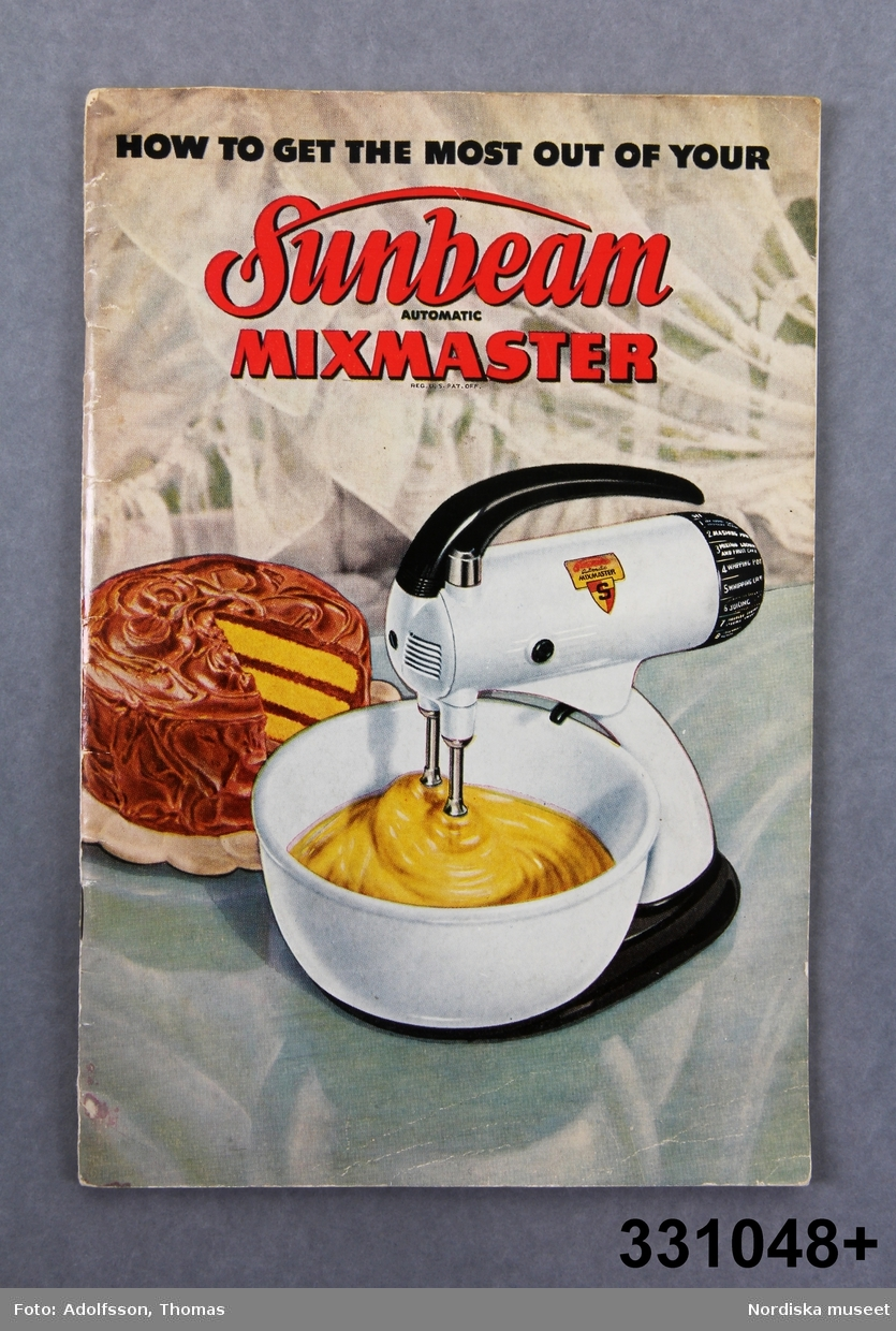 """Manual och receptfolder  """"How to get the most out of your Sunbeam automatic mixmaster"""". Tryckt 1948. /Cecilia Wallquist 2011-04-29."""