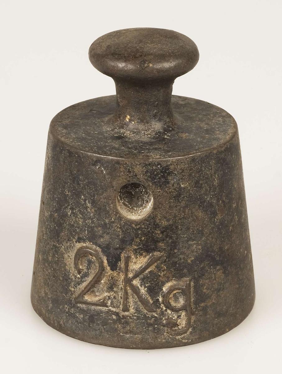 Vikt av järn, 2 kg.