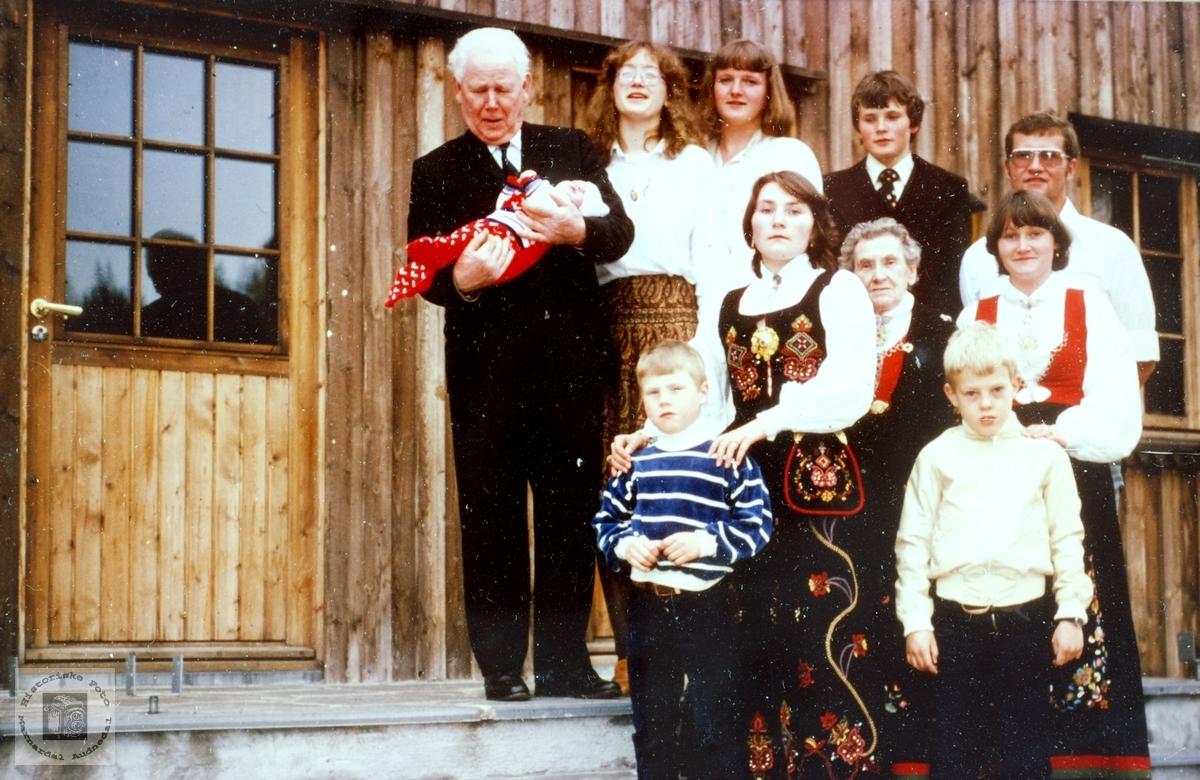 Familien Seland i konfirmasjonen til Tønnes. Grindheim Audnedal.