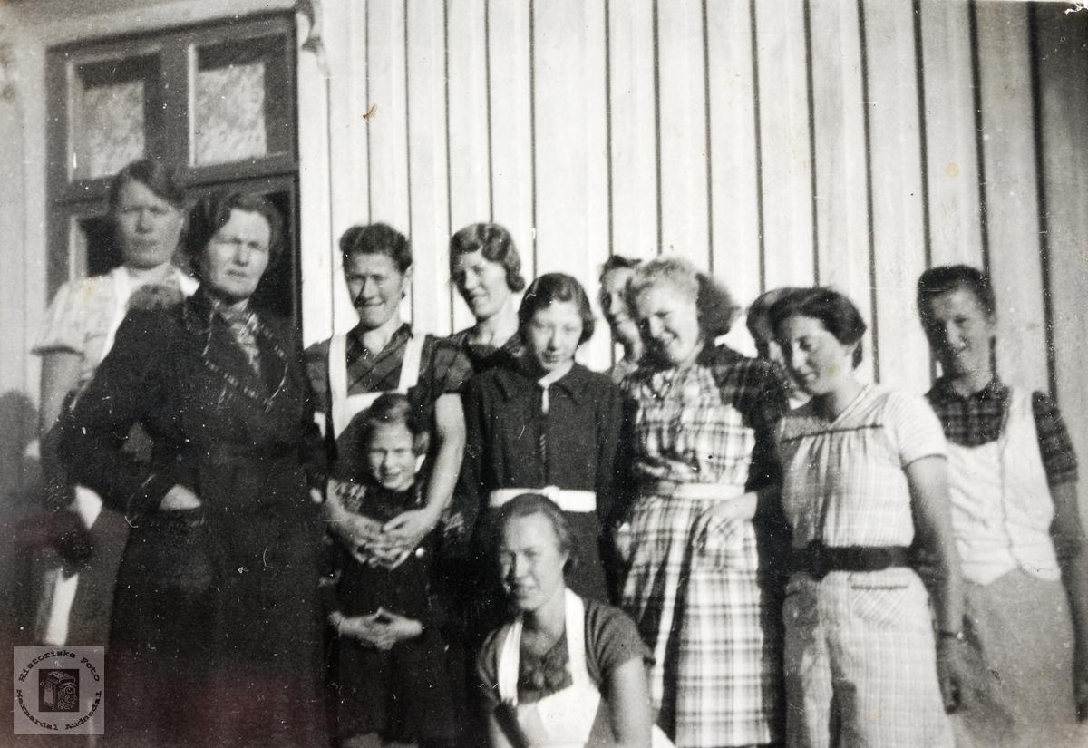 Sykurs, ukjent sted, med damer fra Grindheim og omegn.